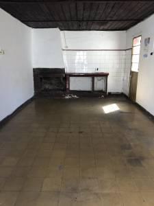 Casita al fondo de 1 dormitorio con estufa a leña en zona del Hospital