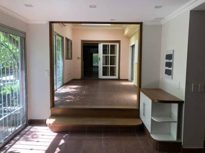 Casa tres dormitorios y dependencia, grage, barbacoa, patio en el centro de San Carlos