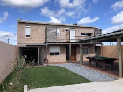 Muy linda casa 3 dormitorios, con garage y parrillero