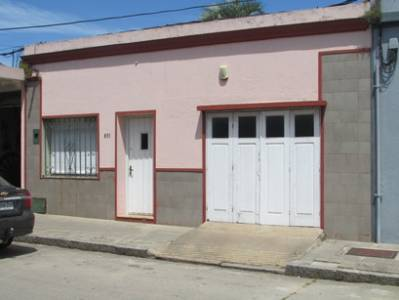Casa Céntrica tres dormitorios y garage San Carlos