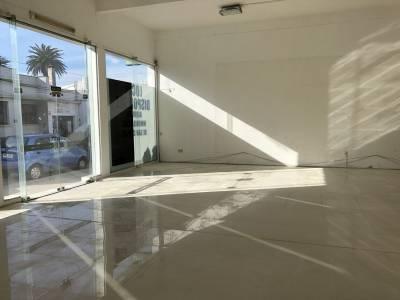 Local 132 m2 en la esquina más Comercial de San Carlos