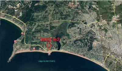 Gran lote esquinero en Piedra del Chileno a metros del mar
