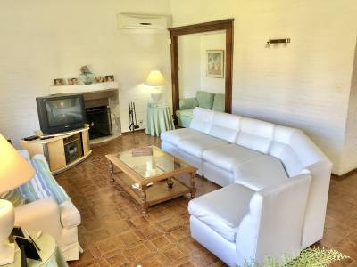 Casa en venta de estilo clásico en hermosa zona de Playa Mansa.