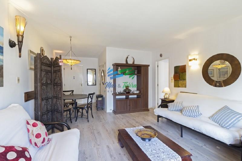 Apartamento en venta, en Península.. a pocos metros del mar y de la plaza de los Artesanos.