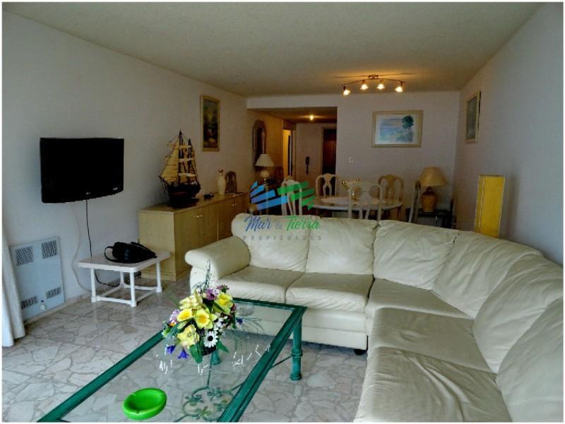 Apartamento súper amplio y cómodo , con espectacular vista, en primera línea sobre Rambla de playa Mansa.