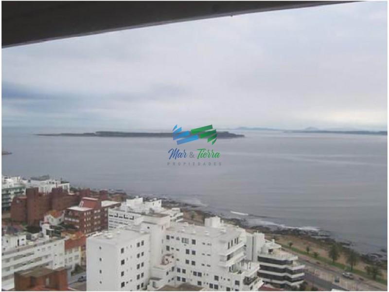Apartamento en piso alto, torre tradicional en Punta del Este (Península)