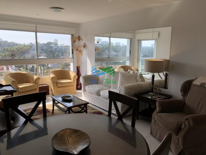En venta.. piso intermedio, planta amplia muy luminosa, en excelente condiciones.