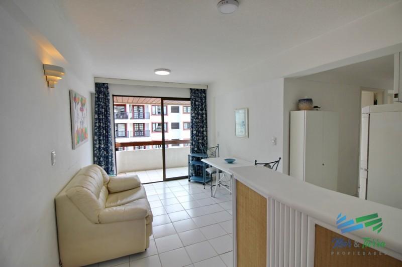 Apartamento de 2 dormitorios con piscina en venta y alquiler en Peninsula, Punta del Este.