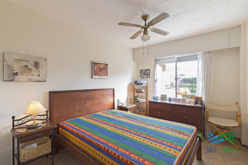 Apartamento 1 dormitorio en venta, muy buena zona, próxima a la playa Mansa y Brava, Punta del Este