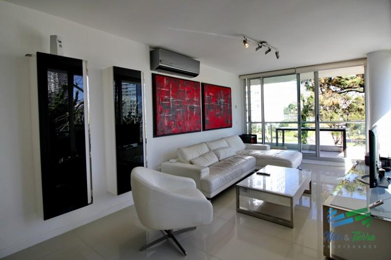 Apartamento 3 dormitorios, nuevo, con piscina interior, Playa Brava, Punta del Este,