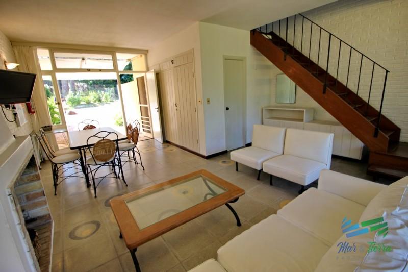 Vendo apartamento tipo casa de 2 dormitorios, reciclado, en San Rafael, Punta del Este.