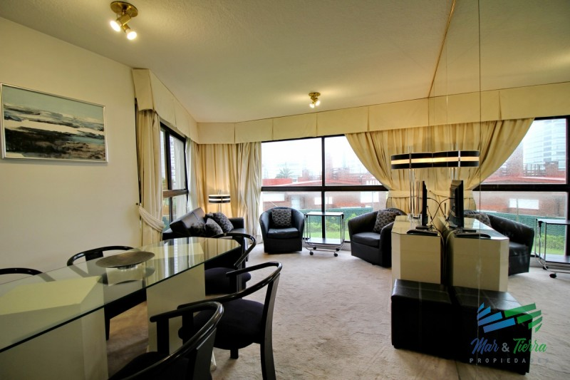 Alquilo apartamento 1 dormitorio frente al mar, playa brava, Punta del Este