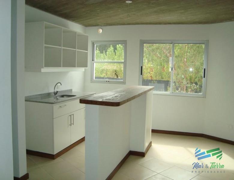 Apartamento de 1 dormitorios en venta en Maldonado, cerca de la Universidad. Para vivir todo el año o para renta.