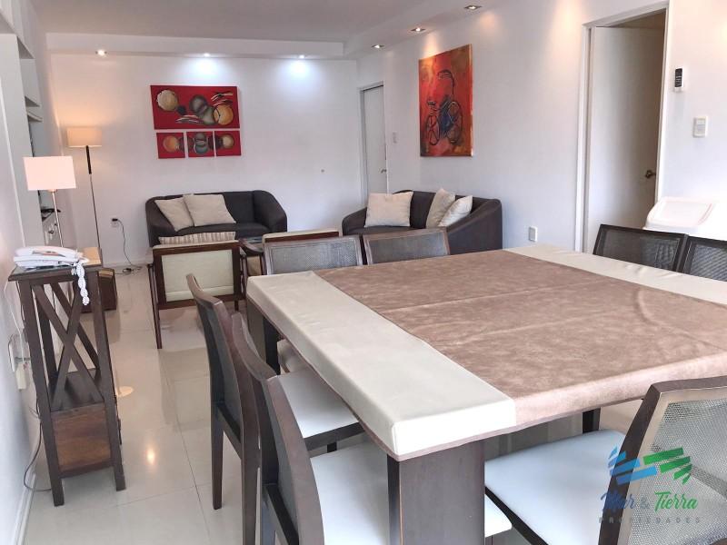 Vendo apartamento 2 dormitorios reciclado, Peninsula a pasitos del puerto de Punta del Este