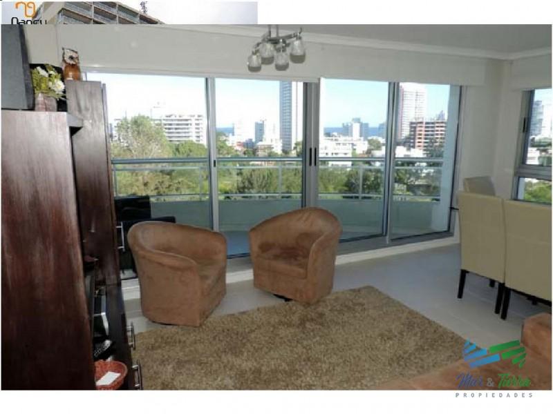 En venta.. Muy lindo apartamento sobre Av. Roosevelt .