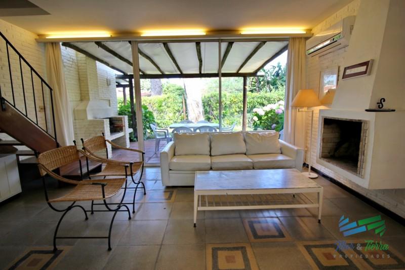 Vendo apartamento tipo casa de 2 dormitorios en San Rafael, Punta del Este.