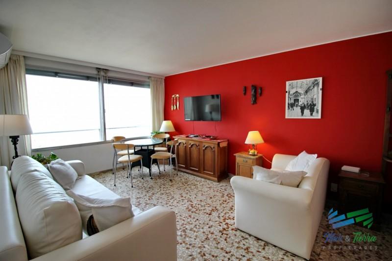 Vendo apartamento 1 dormitorio y medio en Peninsula, Punta del Este.