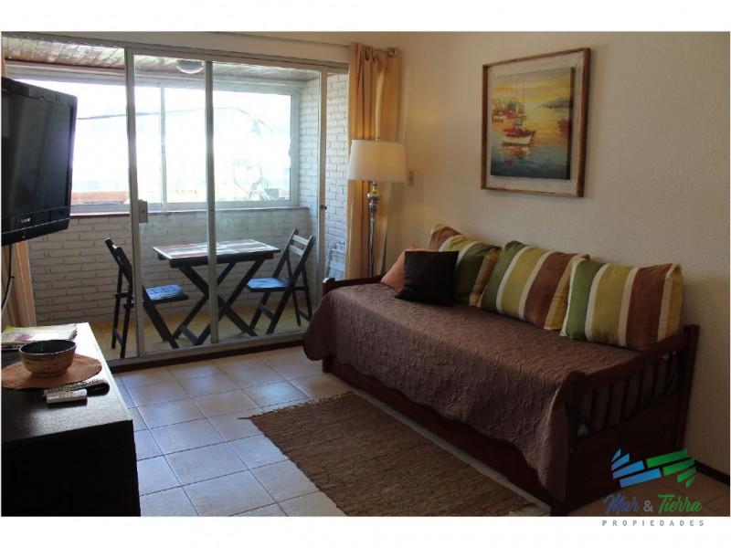 Apartamento en Alquiler y Venta en Península- Punta del Este