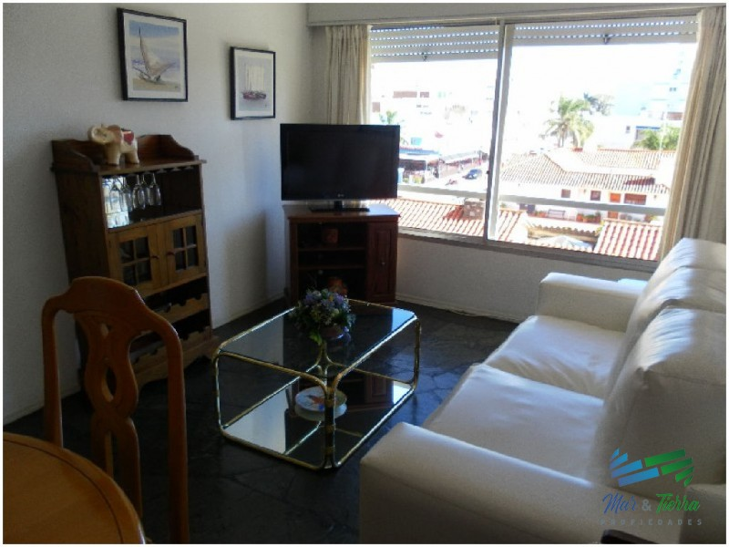 Apartamento en muy buen edificio en Peninsula, Punta del Este