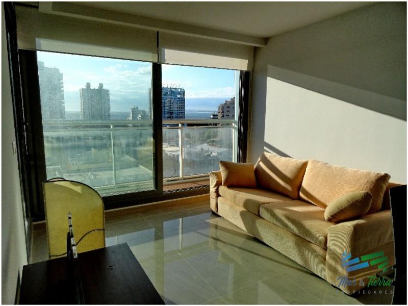 Apartamento en Alquiler Punta del Este, piso alto a dos cuadras de mar!