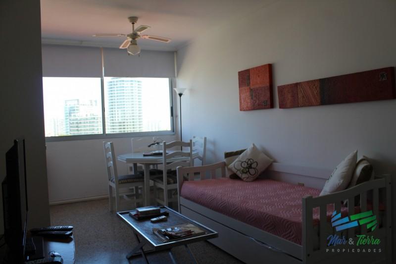 En venta, piso intermedio con vista despejada...