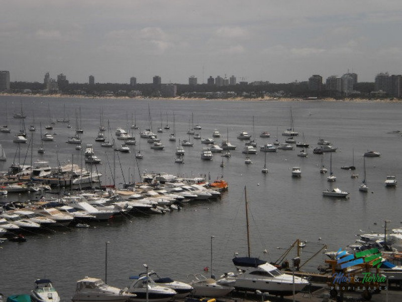 Vendo apartamento 3 dormitorios frente al puerto con excelente vista. Peninsula, Punta del Este.