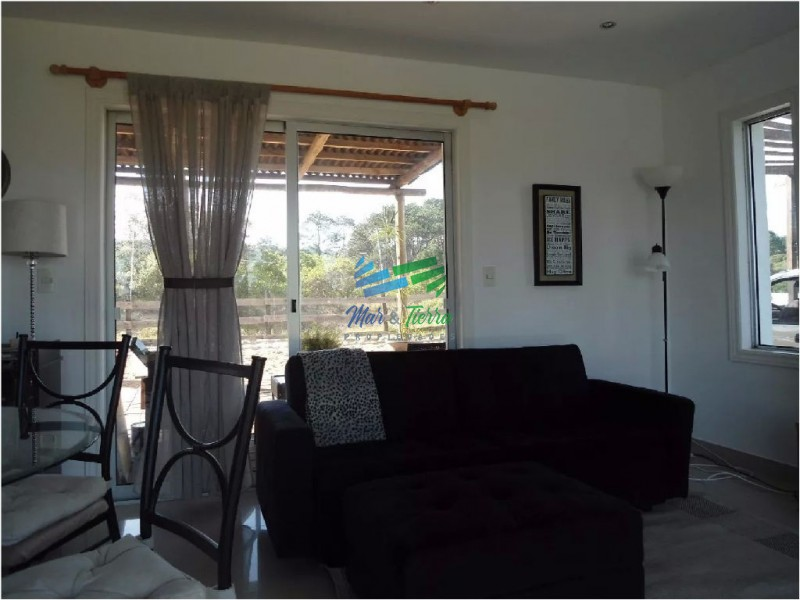 Casa en venta, zona de Laguna del Sauce.  Cuenta con dos dormitorios.