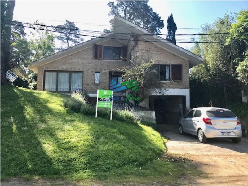 Gran oportunidad en venta... casa de dos plantas en Pinares, Punta del Este!!!