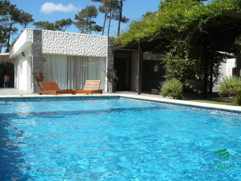 Vendo casa 3 dormitorios con piscina en Rincón del Indio, Punta del Este.