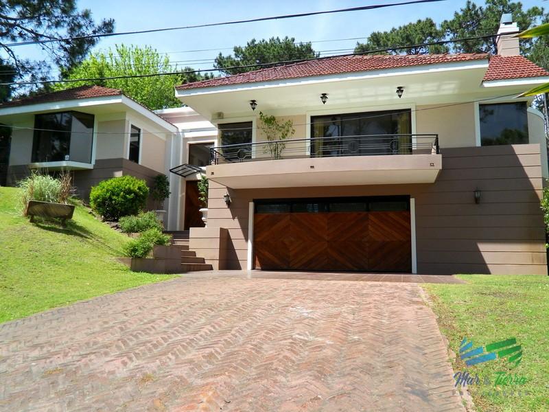 En alquiler Maravillosa casa en zona San Rafael, cuenta con ambientes amplios y luminosos.
