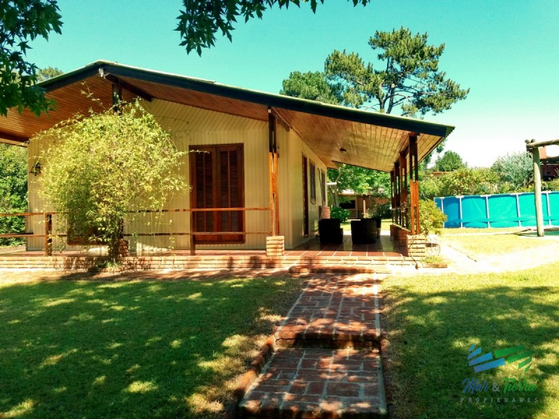 Casa con gran parque en venta en solanas.