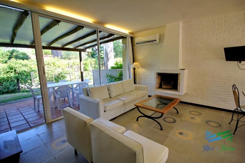 Vendo casa PH tipo apartamento, de 2 dormitorios, reciclado, en San Rafael, Punta del Este.