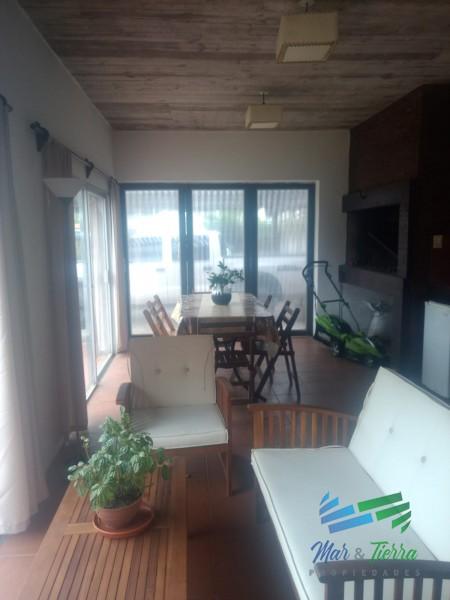 CASA CON GRAN BARBACOA EN VENTA, MALDONADO
