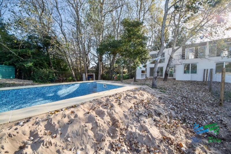 En venta... casa en Propiedad horizontal.. a pocos metros del mar, en las Grutas, Punta Ballena.