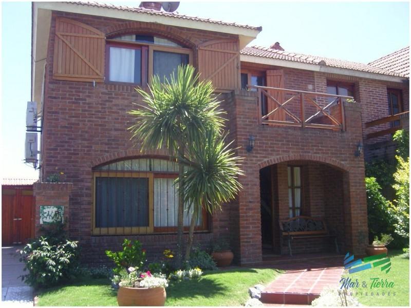 Se alquila casa de 3 dormitorios con piscina en Pinares, Punta del Este.