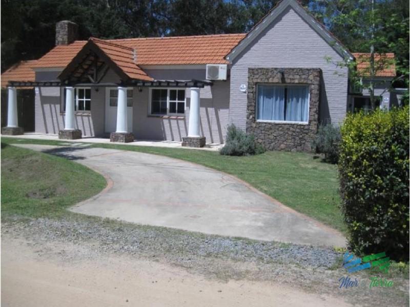 Casa de 3 dormitorios en alquiler y venta en Rincon del Indio.