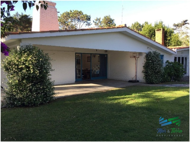 Vendo casa 4 dormitorios en paradas playa mansa, Punta del Este.