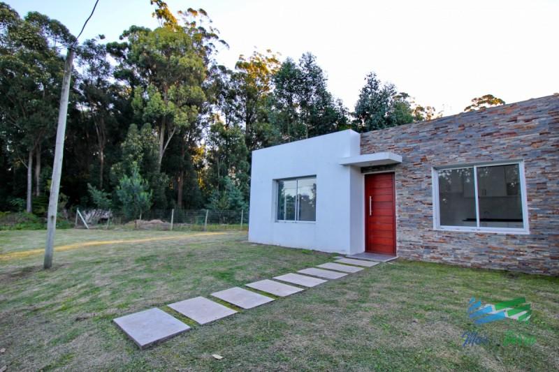 OPORTUNIDAD!!! Vendo casa de 3 dormitorios en Pinares a 6 de la playa, Punta del Este. USD 129.000!!!