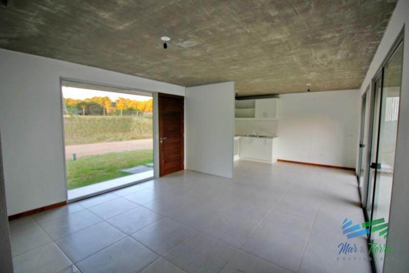 Vendo casa a estrenar de 2 dormitorios en Pinares, Punta del Este.