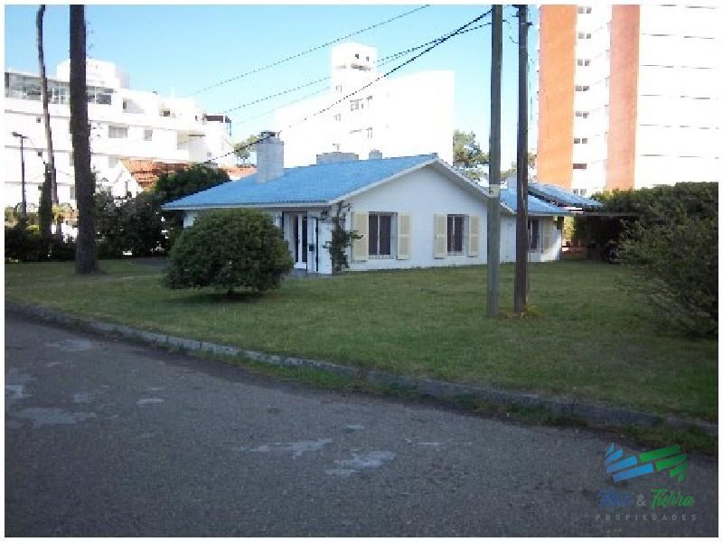 Vendo casa 3 dormitorios en playa mansa, Punta del Este.
