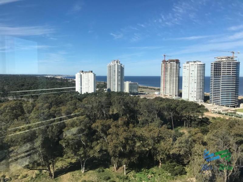Vendo apartamento con excelentes servicios, 3 dormitorios, en Roosevelt, Punta del Este
