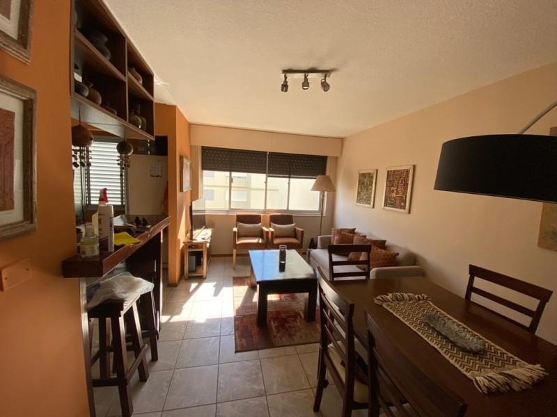 Muy lindo apartamento en zona ideal para vivienda, estudio o renta.