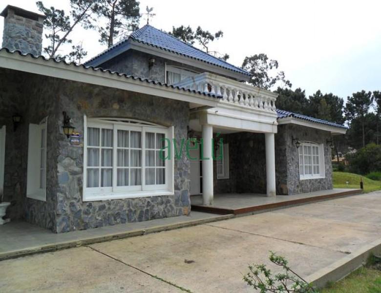 Hermosa propiedad en zona Pinares Pda. 32. Consulte ! - Ref: 534.1
