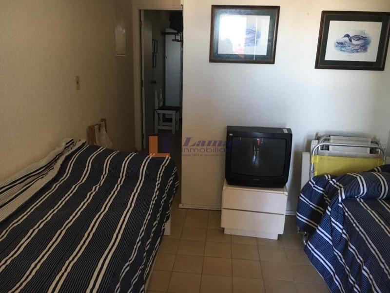 Apto un dormitorio con cochera en la zona del Faro