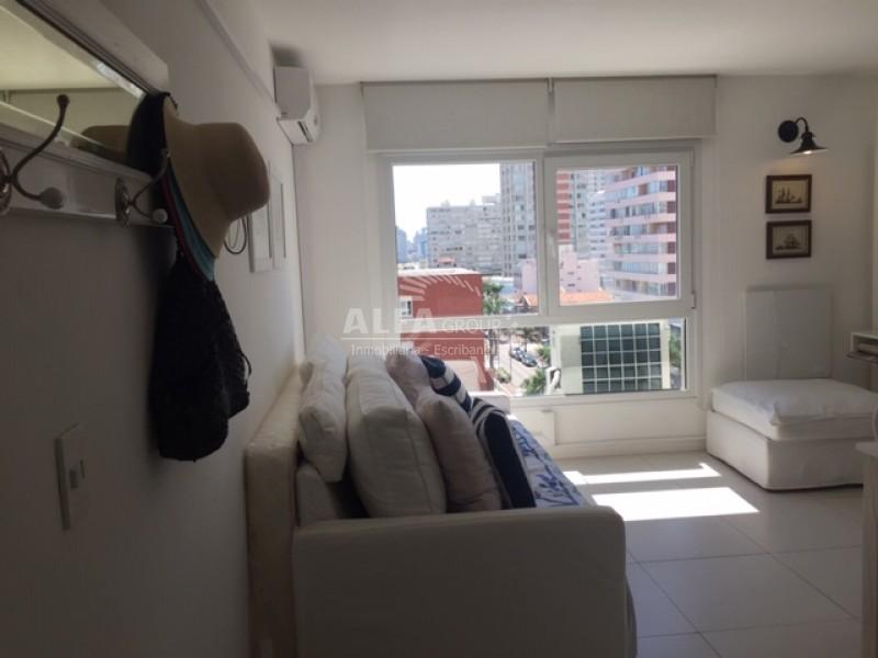 Apartamento ID.2159 - PENINSULA, 2 AMBIENTES CON TODOS LOS SERVICIOS.