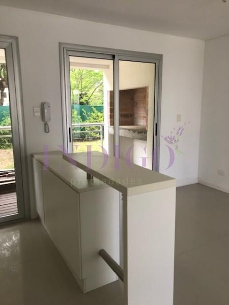 Apartamento Ref.484 - Venta de departamento a pasitos de la playa Brava, Oportunidad!