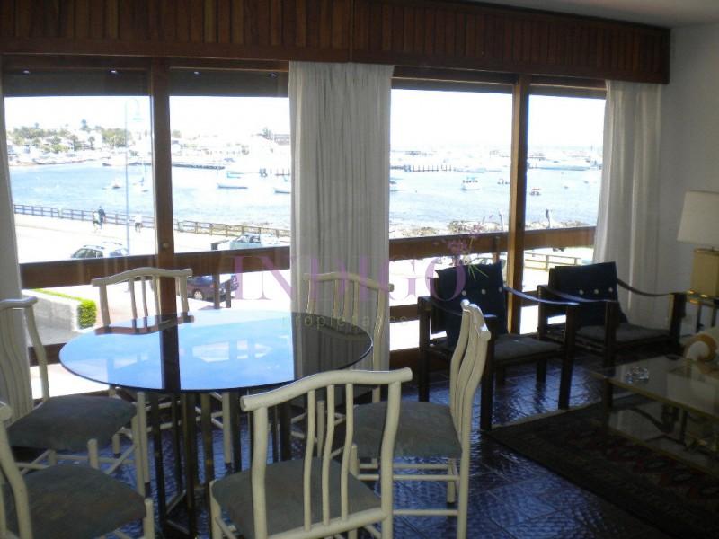 Apartamento Ref.205 - Departamento en  venta y alquiler frente al Puerto de Punta del Este , 3 dormitorios mas dependencia de servicio.