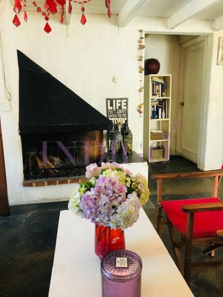 Apartamento Ref.303 - Alquiler U$S 1.500 segunda quincena de enero sobre Avenida Roosevelt, 2 dormitorios , mas playroom.