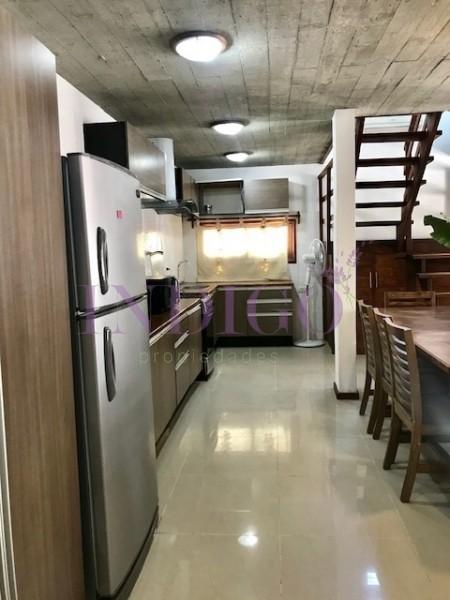 Casa Ref.40 - Casa en alquiler en La Barra, 3 dormitorios  en suite mas pileta.