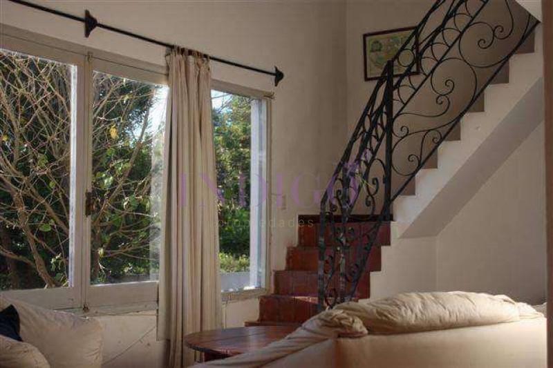 Casa Ref.104 -  Oportunidad de inversión en Punta del Este, venta casa en  La Barra, 3 dormitorios a pasitos del agua.